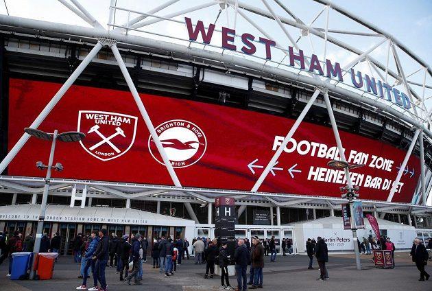 Domácí stánek West Ham United před ligovým utkáním s Brightonem.