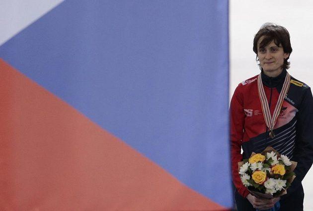 Martina Sáblíková při slavnostním ceremoniálu vyhlašování nejlepších v závodu na 3000 metrů.