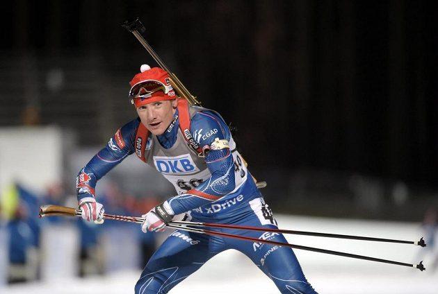 Biatlonista Ondřej Moravec během vytrvalostního závodu na 20 km.