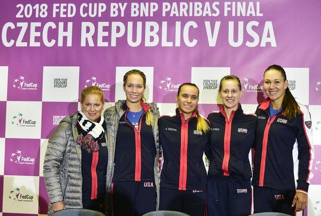 Americký tým - zleva trenérka Kathy Rinaldiová a tenistky Danielle Collinsová, Sofia Keninová, Alison Riskeová a Nicole Melicharová.