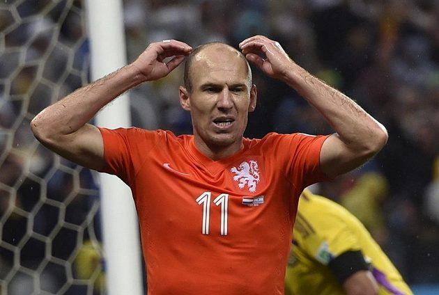 Arjen Robben po šanci, kterou promarnil na konci normální hrací doby.