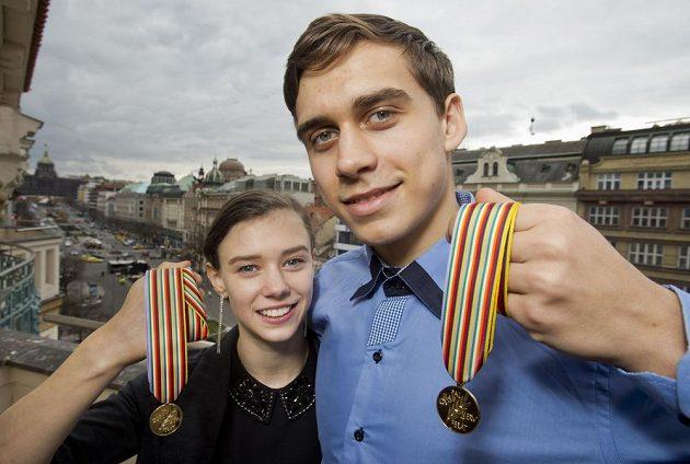 Sportovní dvojice Anna Dušková a Martin Bidař získala pro české krasobruslení historicky první juniorské zlato.
