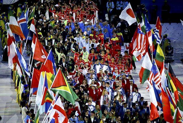 Nástup sportovců při slavnostním zakončení OH v Riu.