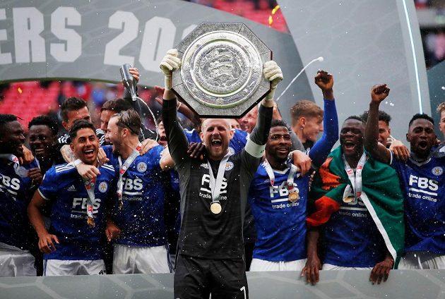 Radost fotbalistů Leicesteru po triumfu v anglickém Superpoháru.