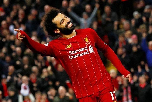 Kanonýr Mohamed Salah dvěma trefami podpořil vysokou výhru Liverpoolu nad Southamptonem a měl pochopitelně důvod k úsměvu.