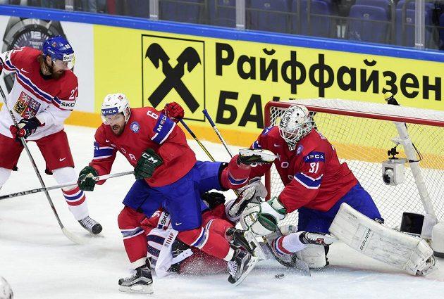 Situace, ze které padl třetí český gól proti Norům. Zleva útočník Lukáš Kašpar, Jonas Holos, Robert Kousal a norský brankář Lars Volden.