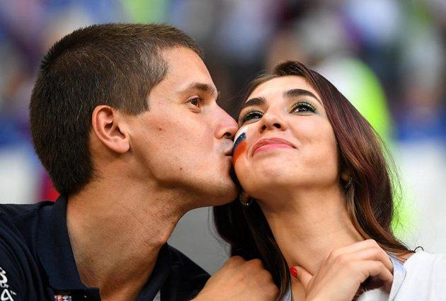 Ruští fotbalisté prohráli na MS s Uruguayí, fanoušci si ale našli způsob, jak si udělat radost.