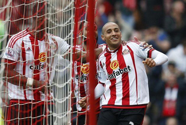 Wahbi Khazri (vpravo) slaví parádní gól.