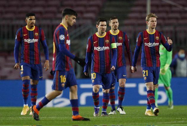 Rozladění hráči Barcelony během zápasu Ligy mistrů s Juventusem.