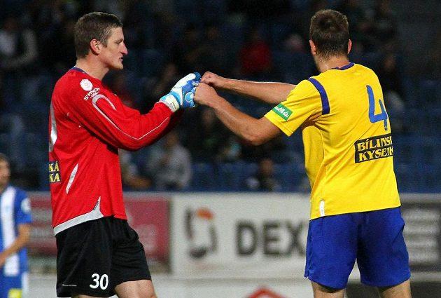 Teplický brankář Tomáš Grigar (vlevo) a obránce Michael Lüftner se radují z gólu proti Liberci.
