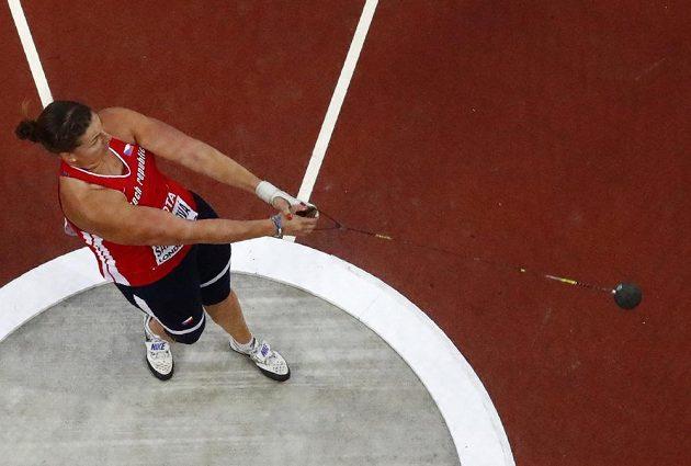 Kateřina Šafránková ve finále kladivářek během svého prvního hodu.