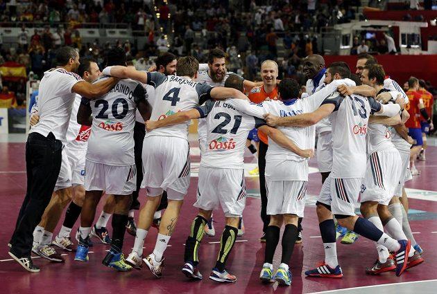 Házenkáři Francie oslavují postup do finále mistrovství světa.