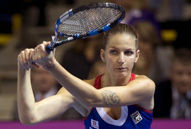 Karolína Plíšková při finálovém duelu s Kristinou Mladenovicovou.