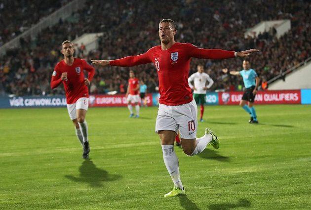 Ross Barkley se raduje z branky proti Bulharsku