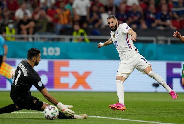 Benzema se postaral i o druhý gól francouzského týmu
