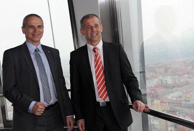 Trenéři Sparty a Slavie - Vítězslav Lavička (vlevo) a Petr Rada na Žižkovské věži v Praze.