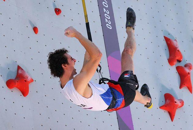 Zase osobní rekord! Lezec Adam Ondra si v olympijském finále v disciplíně rychlost opět vylepšil své maximum.