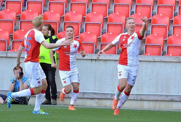 Fotbalisté Slavie (zprava) Antonín Barák, Jaroslav Mihalík a Michal Frydrych se radují z gólu.