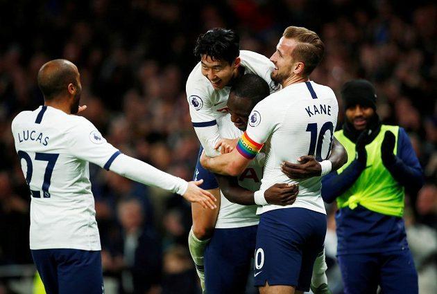 Fotbalisté Tottenhamu slaví další ze svých pěti branek