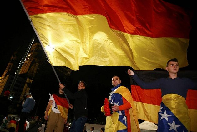 Němečtí fanoušci vyšli po finálovém vítězství nad Argentinou slavit do ulic Berlína.