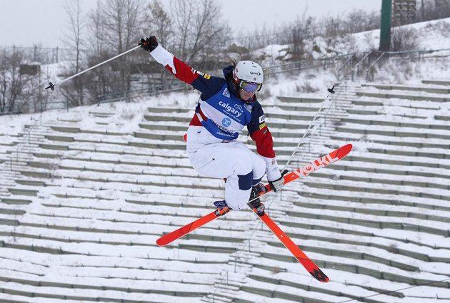 Hannah Kearneyová z USA při závodě boulařského SP v Calgary.
