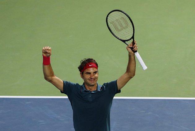 Roger Federer se raduje z výhry nad Tomášem Berdychem.