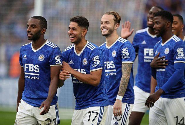 Radost fotbalistů Leicesteru City v utkání o anglický Superpohár s Manchesterem City.
