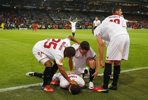 Radost Sevilly po vstřeleném gólu ve finále Evropské ligy proti Liverpoolu.
