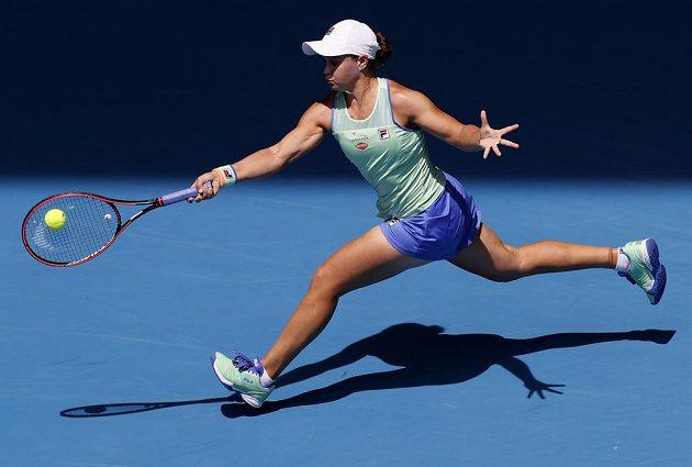 Australanka Ashleigh Bartyová v souboji s Petrou Kvitovou.