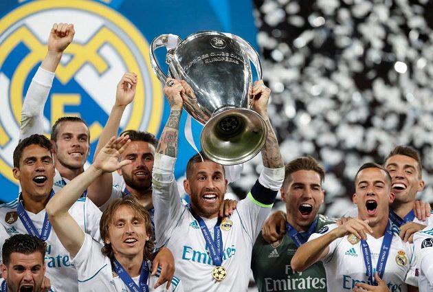 Ušatý pohrá opět nad hlavami. Pro hráče Realu Madrid potřetí za sebou.