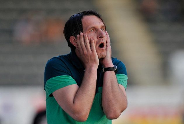 Šok! Trenér Jablonce Roman Skuhravý reaguje po druhém gólu Bohemians.