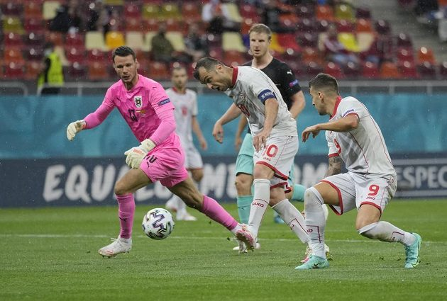 Hrdinou fotbalové Severní Makedonie je zkušený Goran Panděv. Ten po chybě rakouského gólmana vstřelil první branku Severní Makedonie v historii EURO.