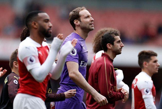 Brankář Petr Čech se loučil s domácím stadionem Arsenalu. Po domácí remíze 1:1 na Emirates Stadium nevládla zrovna spokojenost.