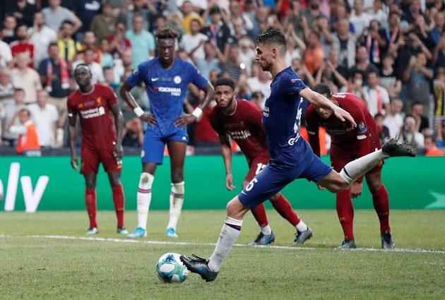 Jorginho z Chelsea proměňuje penaltu - 2:2.