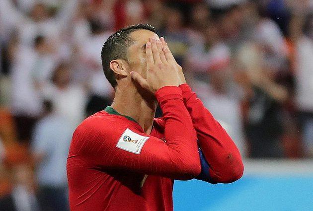 Portugalec Cristiano Ronaldo by se po zahozené penaltě na MS nejraději neviděl.