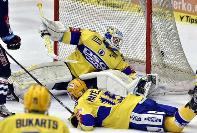 Brankář Zlína Libor Kašík inkasuje gól v duelu s Libercem.
