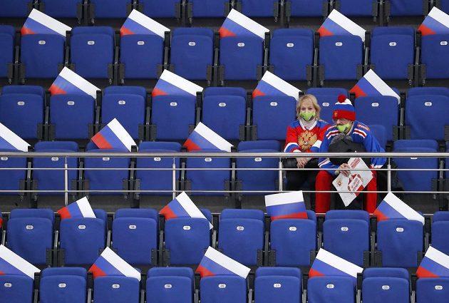 Koronavirové omezení vyhnala fanoušky z hlediště i na hokejovém turnaji Channel One Cup, kde byl na programu Česka s Ruskem.