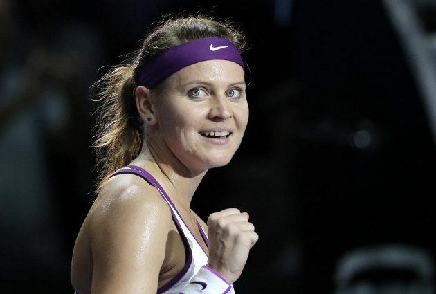 Lucie Šafářová se raduje po vítězství nad Němkou Angelique Kerberovou na Turnaji mistryň.