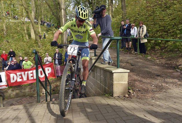 Úřadující mistr světa v silniční cyklistice Peter Sagan na trati závodu Českého poháru v cross country na horských kolech.