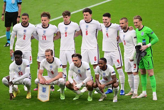 Anglický tým před utkáním s Českem.