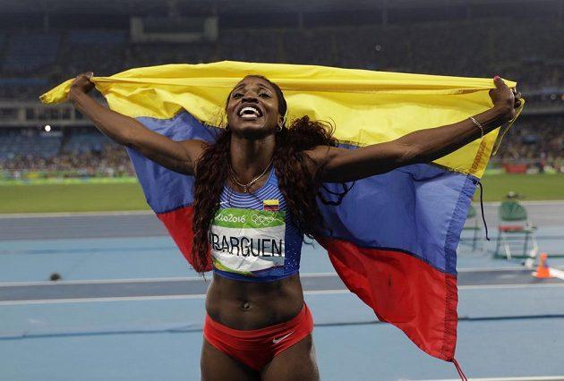 Caterine Ibargüenová z Kolumbie se raduje ze zlaté medaile.