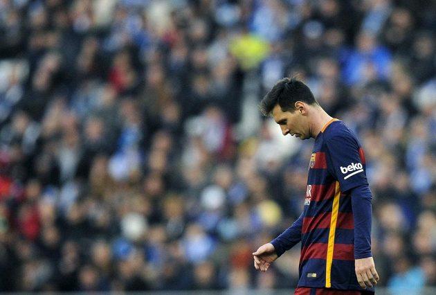 Zklamaný Lionel Messi z Barcelony po remíze na Espaňolu.
