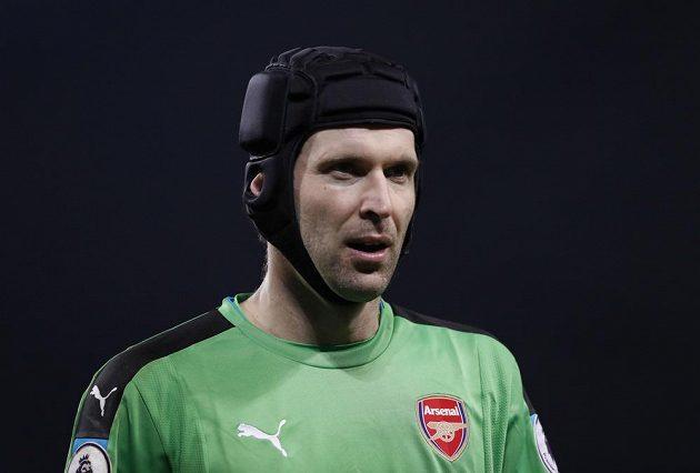 Petr Čech z Arsenalu při utkání s Manchesterem City.