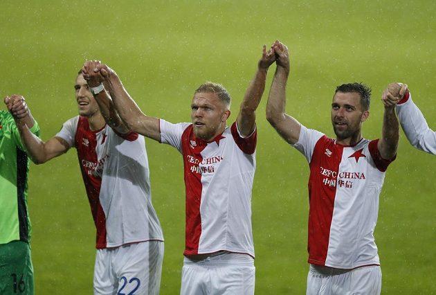 Radost fotbalistů Slavie po výhře nad Maccabi Tel Aviv v Evropské lize.