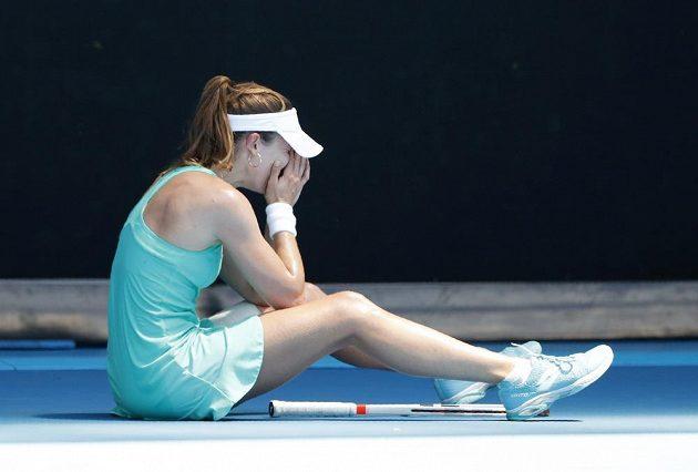 Alize Cornetovou zápas v náročných podmínkách vyčerpal.
