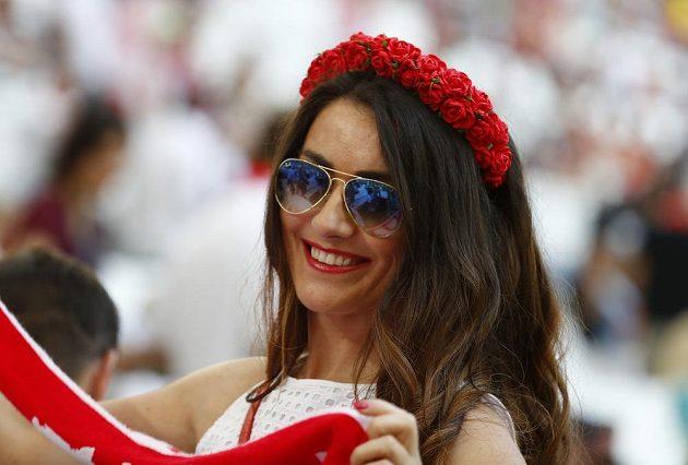 Usměvavá polská fanynka před čtvrtfinálovým duelem s Portugalskem.