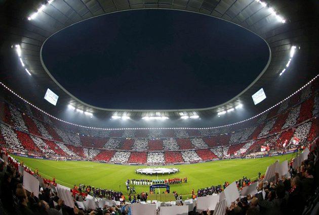 Stadión Bayernu Mnichov před začátkem duelu s Barcelonou.