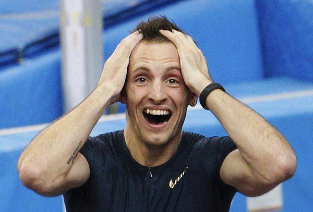 Francouzský tyčkař Renaud Lavillenie vstoupil do atletické historie.