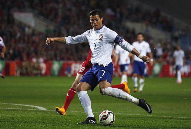 Cristiano Ronaldo, autor jediného gólu v utkání Portugalska proti Arménii, pálí na branku.