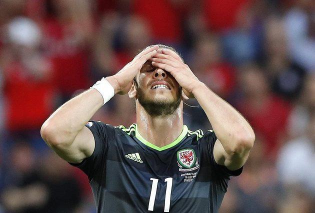 Reakce Velšana Garetha Balea po neproměněné šanci v semifinálovém utkání ME proti Portugalsku.